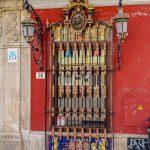 Malaga - Stare Miasto - piękna krata w jednej z kamieniczek