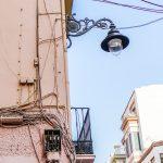 Malaga - Stare Miasto - kable jak liany oplatają tą miejską dżunglę