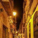 Malaga - Stare Miasto wieczorem - tutaj nieco spokojniejszy zaułek
