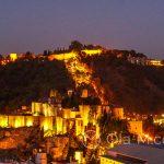 Andaluzja - Malaga - widok na wzgórze Gibralfaro i Alcazabę z tarasu hotelu AC Hotel Malaga