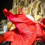 Andaluzja - Feria de Ronda 2018 - parada - czerwone spódnice i kwaty we włosach, czy można chcieć czegoś więcej?