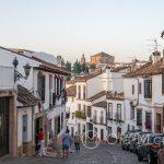 Ronda - Stare Miasto - ulice nie są przepełnione mimo sezonu turystycznego