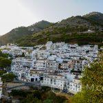 Biała wioska Mijas - panorama - widok z ogrodu botanicznego