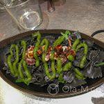 Malaga - Restauracja KGB - sałatka z makaronu z sepią, wakame (japońska nazwa wodorostów) i kremem z wasabi